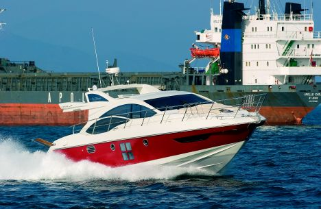 AZIMUT YACHTS - AZIMUT 43 S. The Avigliana-based yard extends its sport ...