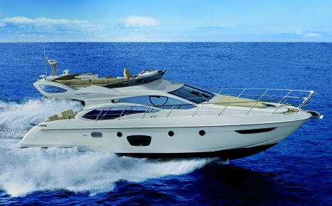Positioned in the medium-sized range of yachts, the Azimut 47 features ...