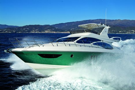 Technological and custom-built, the Azimut 58 attracted the attention at the ...